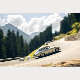 Porsche on the road | © Arosa Tourismus / Tom Shaxson